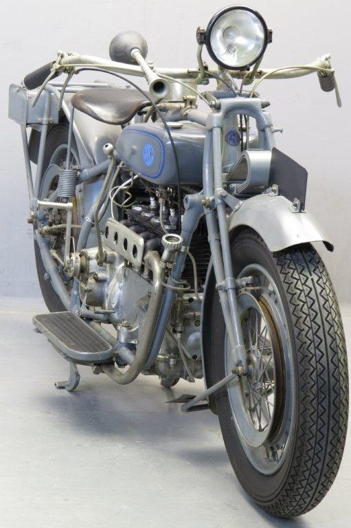 Старинный мотоцикл FN M50 750 1925