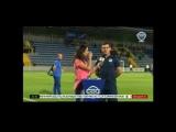 Курьез в прямом эфире: Мяч со всей силы попал в лицо азербайджанской телеведущей