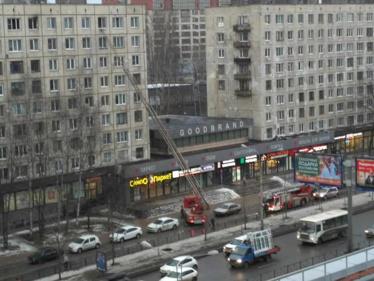На Заневском проспекте загорелась однокомнатная квартира