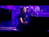 Norah Jones on the piano pay tribute to Chris Cornell with