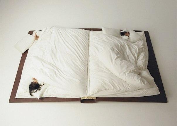 Очень вместительная кровать-книга.