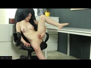 Iris von [ orgasms &  brunettes &  young &  masturbation / shaved , skirt , finger , solo]