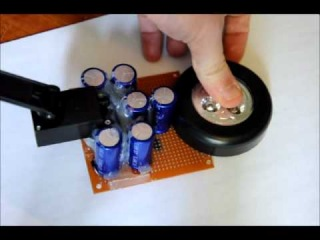 The Wind-Up Super Capacitor Flashlight with Dynamo Charger