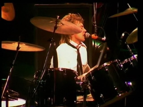 Queen - I'm In Love With My Car - Hammersmith 1979 (clean up)