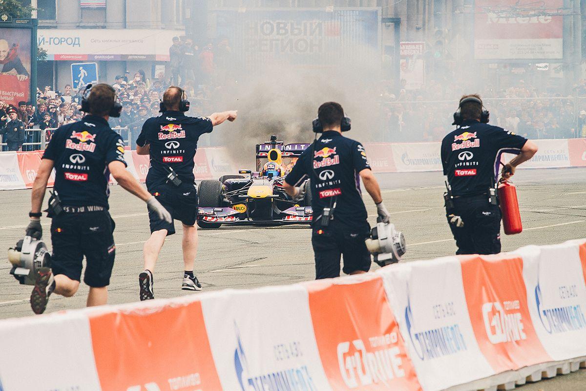 Тушение гоночного автомобиля вЧелябинске