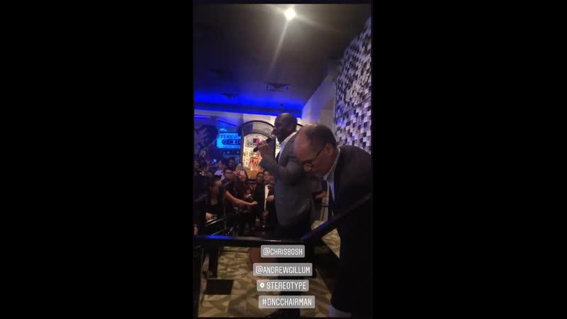 Женевьев и Адриенна Бош в остинском баре Stereotype из истории Джен на Инстаграме