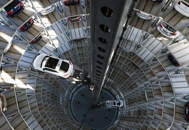 Автомобильные башни в Германии.