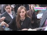 Элизабет раздает автографы на премьере фильма «Годзилла» в Лос-Анджелесе / 8.05.2014