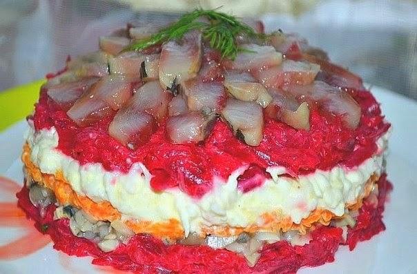 Салат с селедкой и грибами