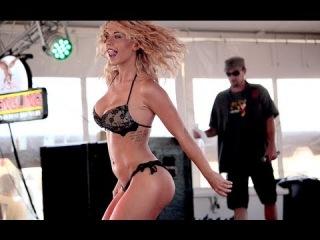 Зажигательные танцы в Бикини-баре на конкурсе красоты