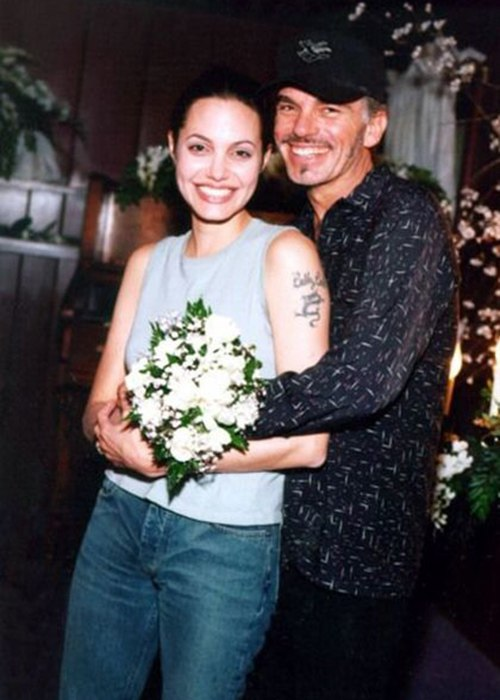 Смотреть муж отрахал жену против её воли 25 фотография