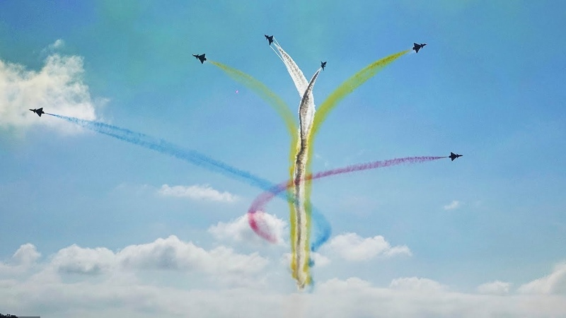 Chinese Air Force's Bayi aerobatic team stuns airshow audience