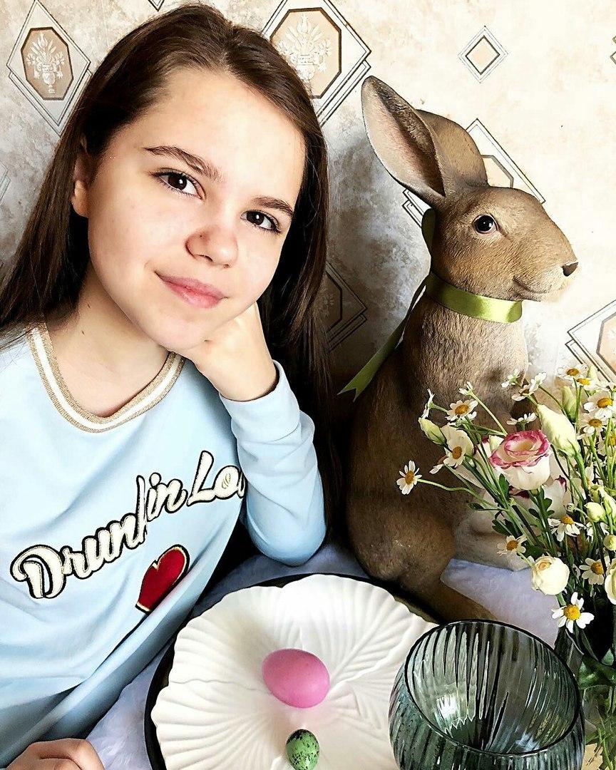 Katya Maneshina - Page 5 RlmDm3aZ_Ww