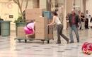 مقلب الفتاة الوردية الشقراء