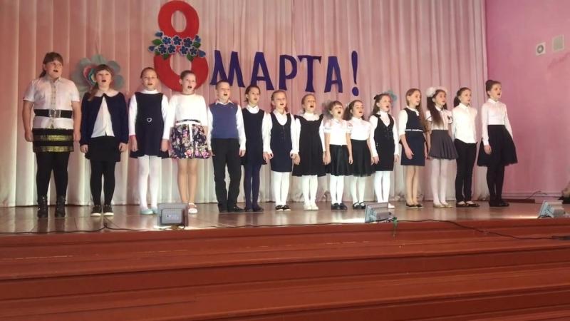 Коллектив эстрадного пения Триумф на концерте ко Дню 8 марта Маме