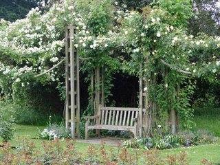 Уютное местечко в саду