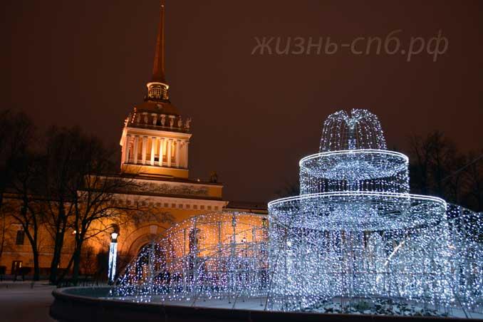 Новогодний фонтан в Александровском саду в январе 2018 году.