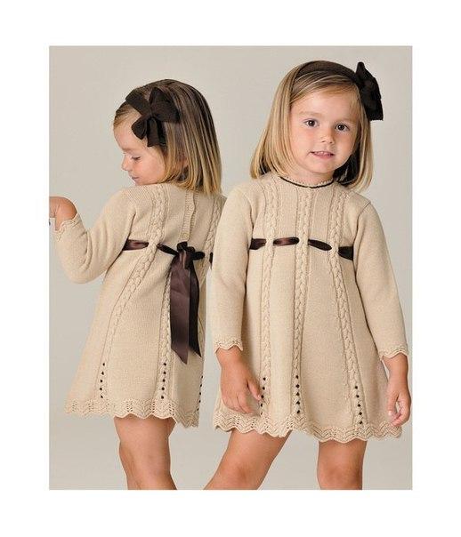 Детское платье с рисунком спицами
