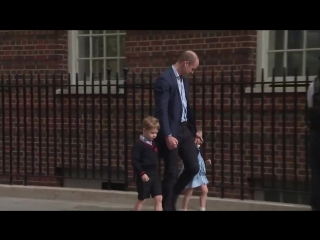 So cute! Prince William arrives at the hospital with Prince George and Princess Charlotte to visit their new baby brother..mp4