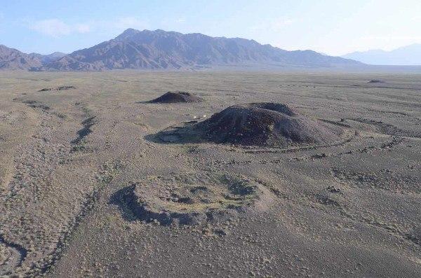 курганы бесшатыр, казахстан. на территории национального парка «алтынемель», ниже устья ущелья шалбыр расположен уникальный курганный комплекс бесшатыр.в этом районе обнаружено более 30