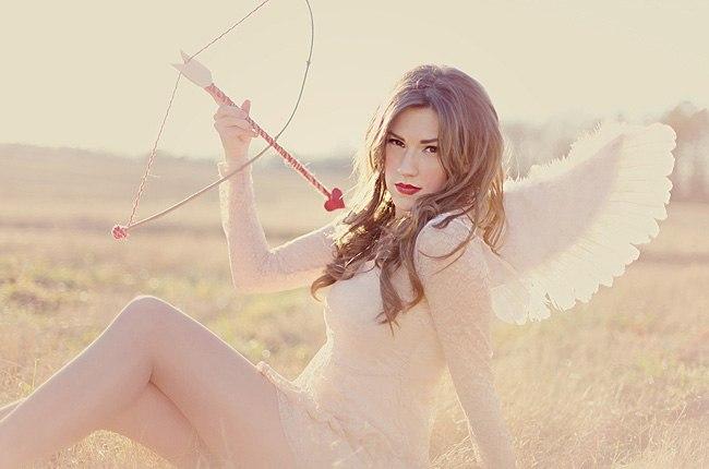 ангел со стрелой амура