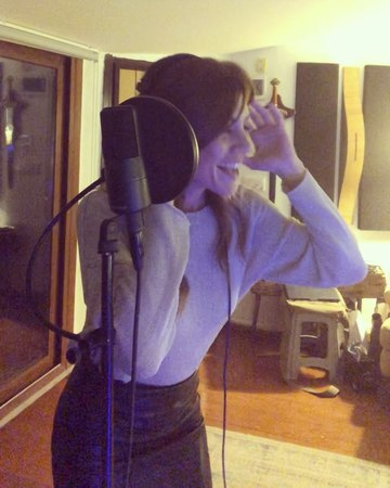 """Gökçe Bahadır on Instagram: """"Çok heyecanlıyım🙈 @ufaktefekcinayetler için söylediğim ilk şarkı.En sevdiğim Levent Yüksel şarkılarından biri olan Med..."""