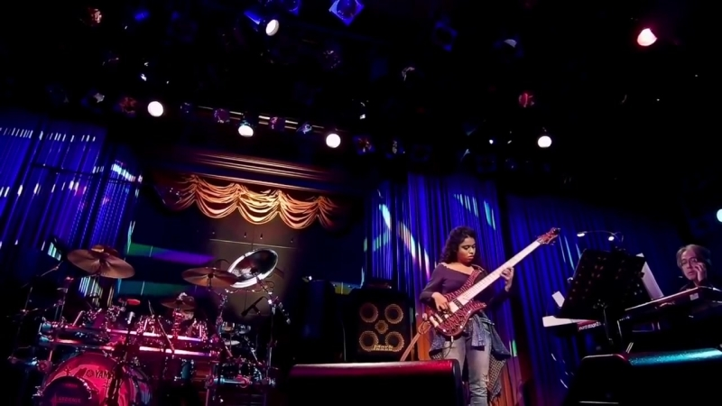 Mohini Dey w. Guthrie Govan (bass solo in Sevens) Tokyo Cotton Club 20170305 2CH FOH