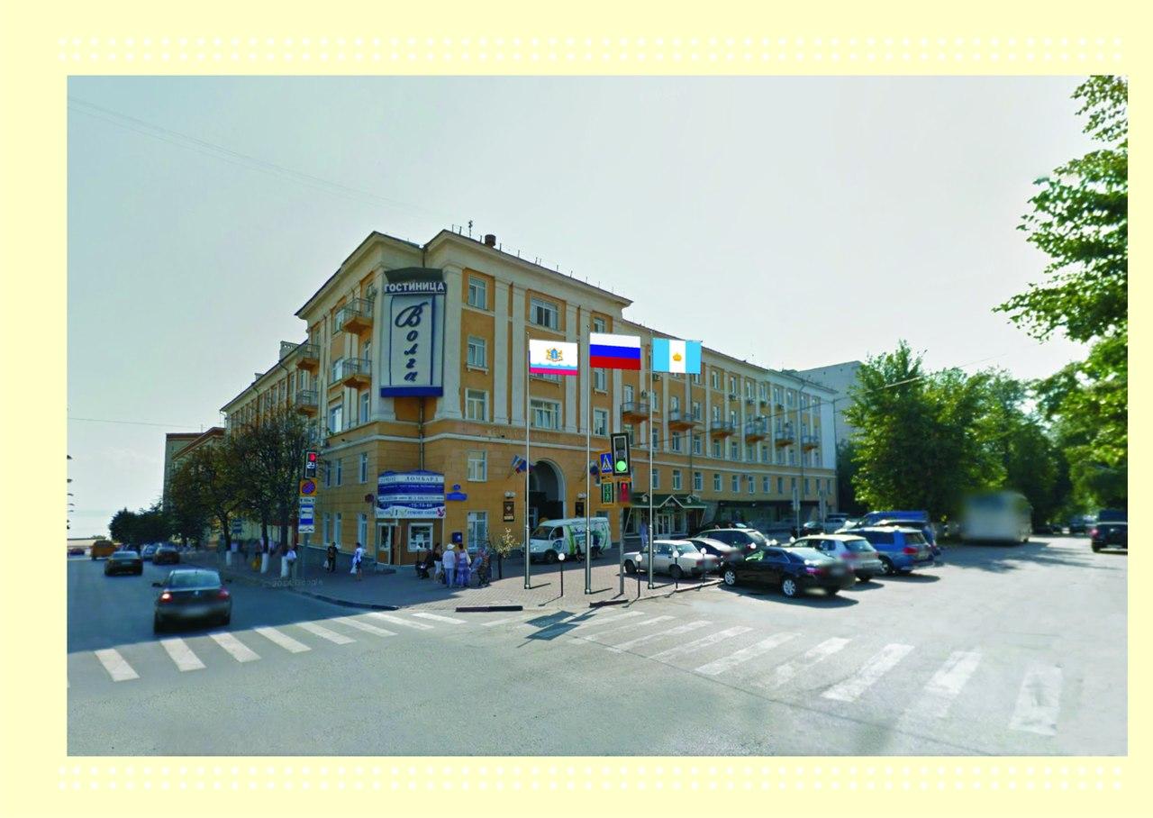 Флагштоки у гостиницы Волга