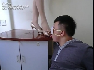 Worship silver sandals and nylon feet Chinese girl