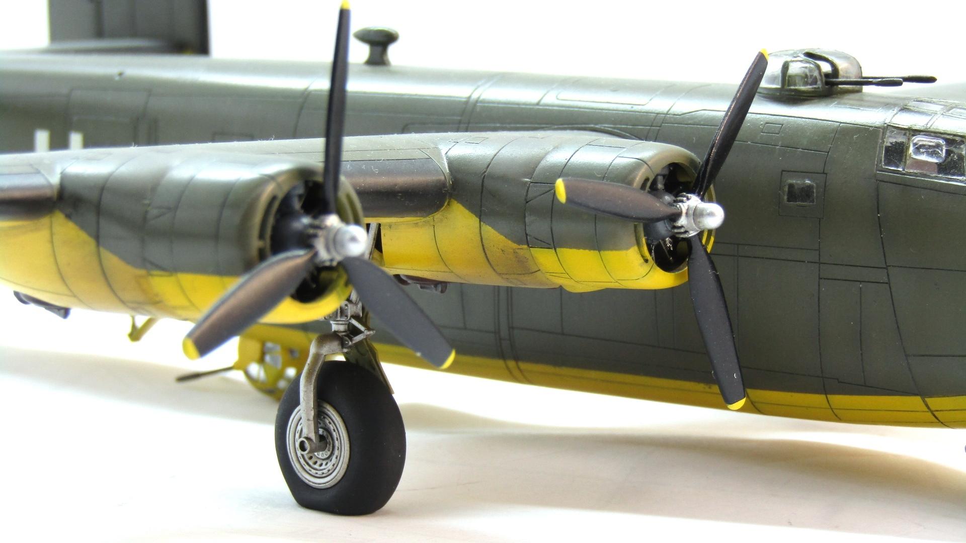 B-24H Liberator 1/72 (Academy) Xa1Cg2wiw-E