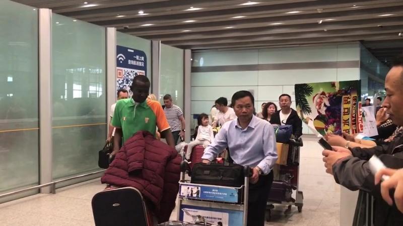 Встречи пациент в аэропорте Пекина