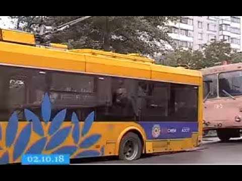 Через розбиту дорогу в Черкасах тролейбус втрапив у глибоку вибоїну