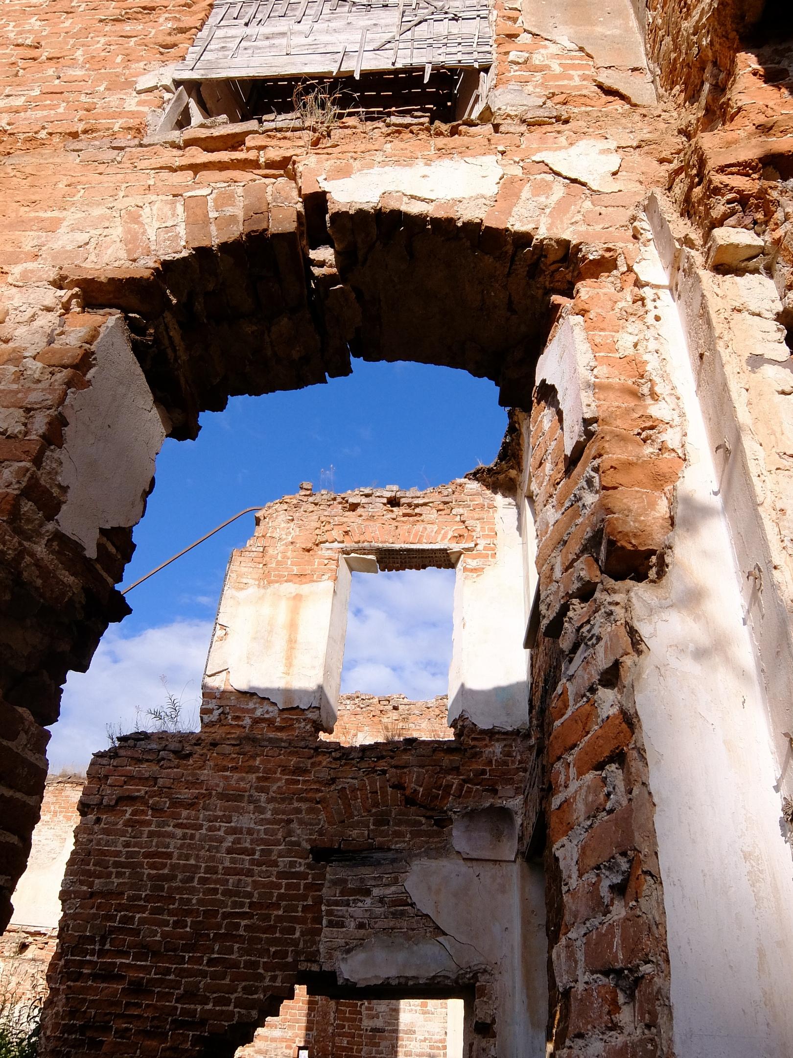 Руины усадьбы Демьяново