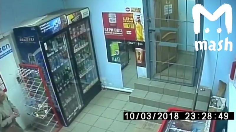Гибкий вор ограбил магазин