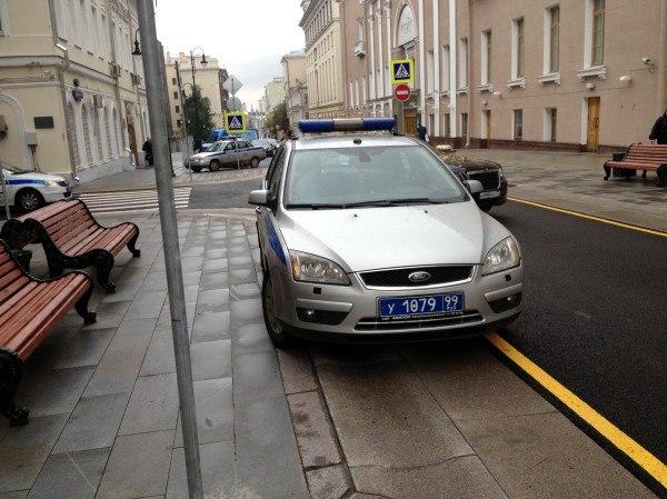 Парковка полиции на Большой Дмитровке.