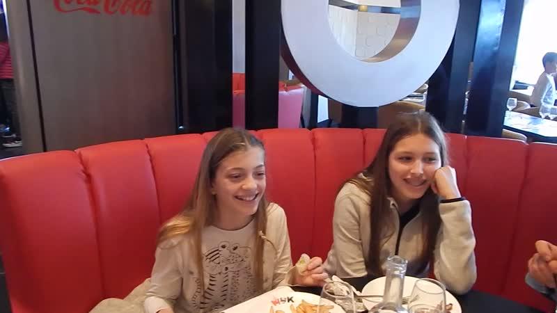Подруги поздравляют Анечку с Днём рождения