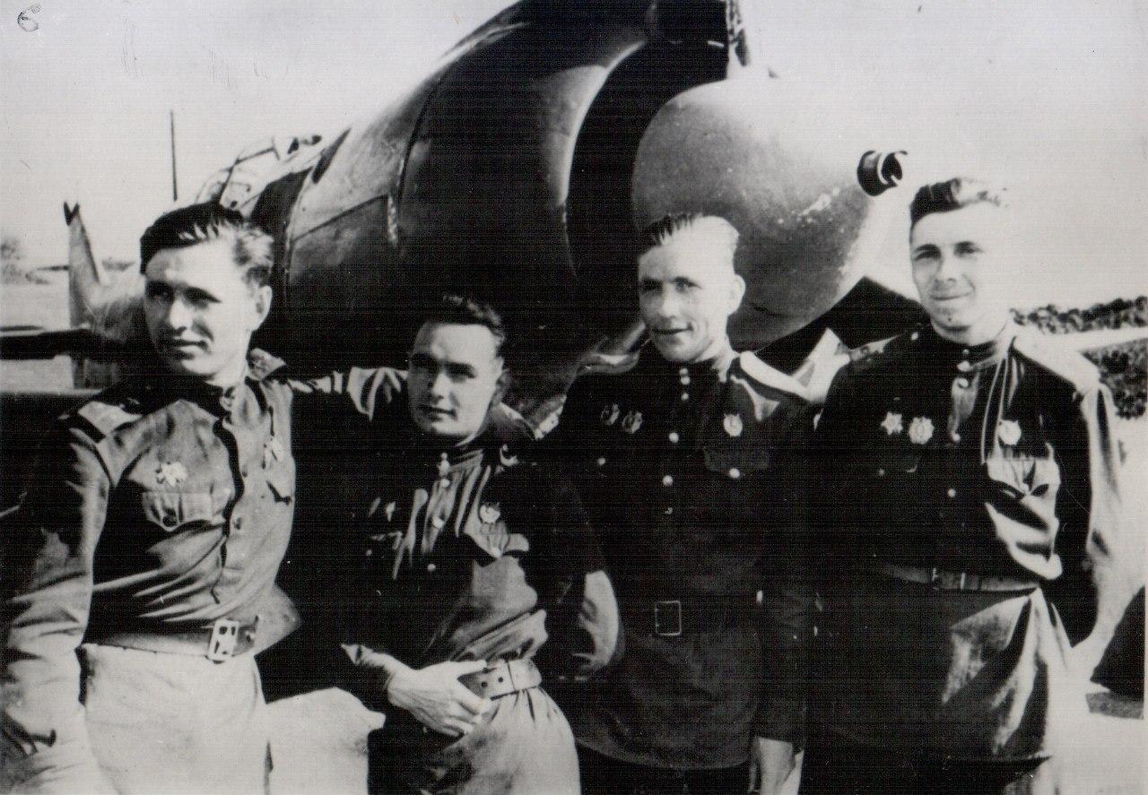 Н. Скоморохов, Д. Кравцов, Н. Горбунов, В. Быстро. 1944 г.