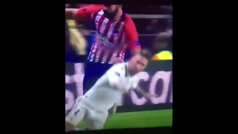 "Diego Costa ""accidentally"" kicking Sergio Ramos in the head 👀"