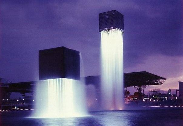 Парящие фонтаны, Осака, Япония