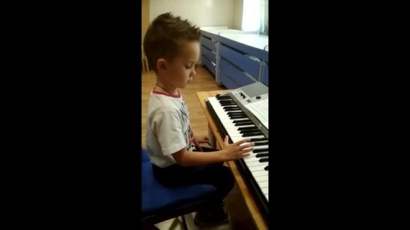 В детском саду «Остров сокровищ» проходят музыкальные занятия по методике Карла Орфа и классической школы.