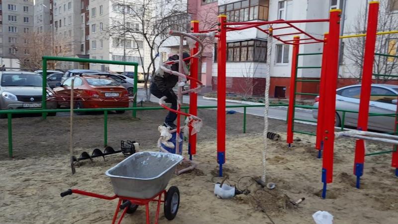 Монтаж детскогооборудования нашего производства ул. Ставропольская 11А, спортивный комплекс, качель двойная, карусель