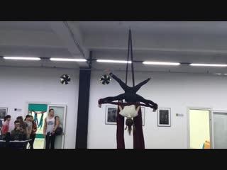 Порошина Саша, Кононова Анжелика, группа воздушные полотна, тренер Пойлова Екатерина