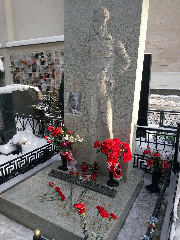 Спартаковцы почтили память великого капитана Игоря Нетто