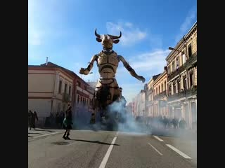 Робот-Минотавр на улицах Тулузы, Франция