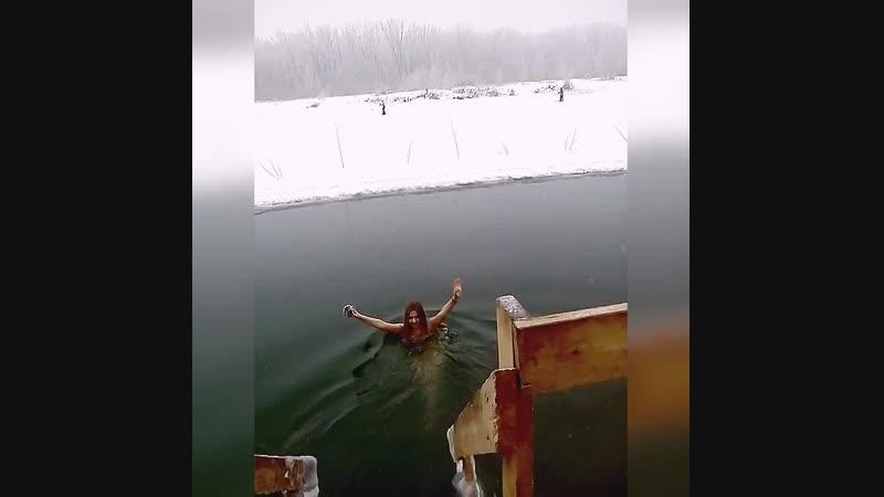 По традиции) На нашем месте)) Местные моржи 😁 Окунулись вместе с Ёжиком