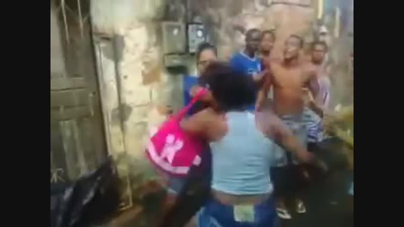 Brigas de malucas hahaha
