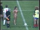 Венгрия - Колумбия. 1990 год. Голые сиськи на поле