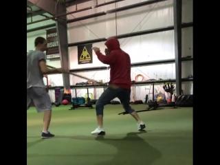 Забит Магомедшарипов тренируется с младшим братом.