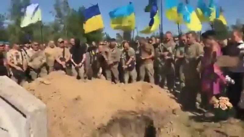 похорони Сармата... батальйон Донбас.... чёт я приорал .. подумалось,что какел из могилы им орёт - слава! слава! усэ