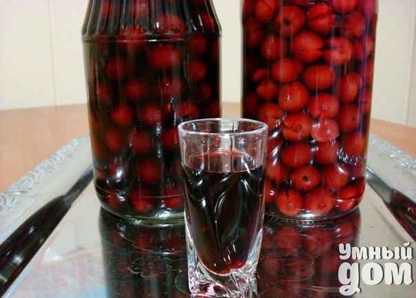 🍷Проверенные рецепты настоек от наших подписчиков! Обязательно попробуйте!🍷 Наливка вишневая (классика) на трех литровую банку треть банки вишни свежей (можно замороженной) один стакан сахара (не обязательно) Заливаем под горлышко водкой, закрываем, забываем на один месяц (для ленивых и терпеливых), либо на неделю (для не терпеливых). Процеживаем и протираем ягоды через сито если держали месяц, либо просто раздавливаем ягоды если держали неделю, после чего раздавленные ягоды складываем обратно…